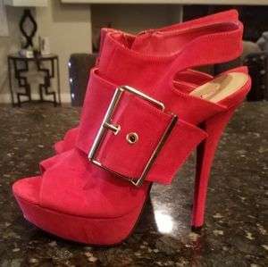 Red platforms open toe